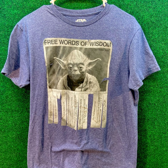 Medium Disney Star Wars yoda t shirt